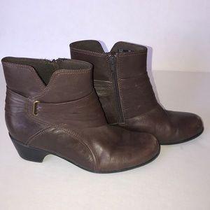 Clark brown zip up heeled boots size 8m